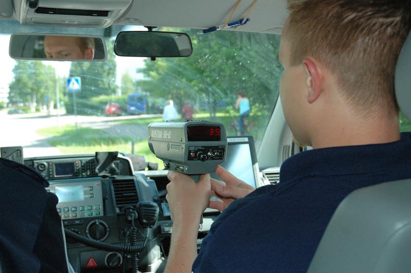 Poliisi valvoon tulevina viikkoina muun muassa nopeuksia koulujen läheisyydessä ja suojateitä.