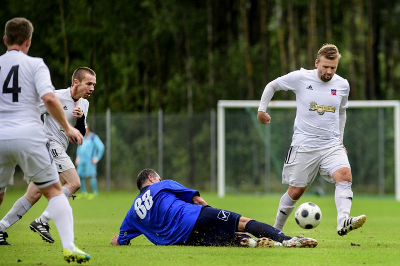 Ex-liigapelaaja Timo Kivilompolo (oik.) kuuluu No Starsin avainpelaajiin viikonloppuna 55-vuotiaiden ikäluokassa.