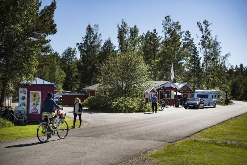 Kokkolan leirintäalueella odotetaan, kuinka karavaanarit liikehtivät elokuussa. Arkistokuva.