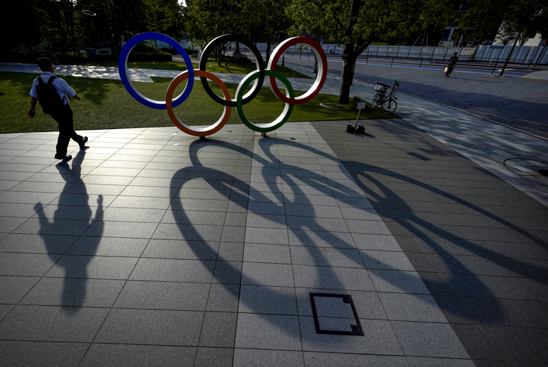 Koronaviruspandemia varjostaa ensi kesään siirrettyjä Tokion kesäolympialaisia.
