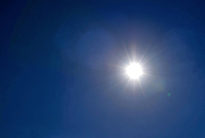 Lämpö nousi lauantaina lähes trooppisiin lukemiin. Kruunupyyn lentokentääll korkeimmillaan lämpöä oli 29,4 astetta.