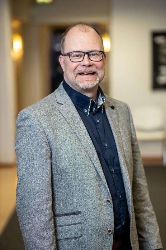 Jyrki Hakkarainen sanoo olevansa sitoutunut yrittäjyyden edistämiseen sataprosenttisesti.