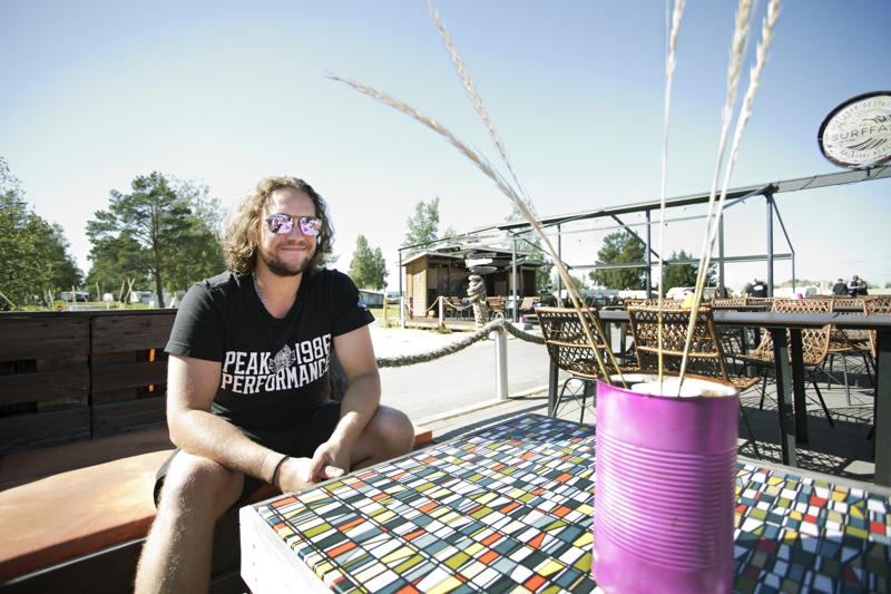 Tuomas Junnikkala järjestää Särkkä Rockin Beach Bar Surffarissa lauantaina.