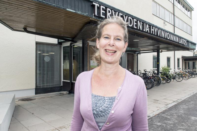 THL:n ylilääkäri Hanna Nohynek kertoo, että maailmalla on tiedossa kaikkiaan 302 koronarokoteaihiota. Niistä neljä on tehotutkimusvaiheessa.