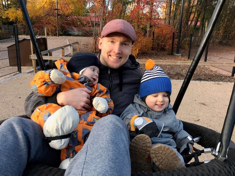 Jesse Niva viettää vapaa-aikaansa suurimmaksi osaksi perheensä eli vaimonsa ja kahden lapsensa, Santerin ja Jasperin, kanssa.