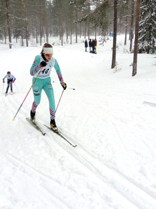 Laura Aho osallistui Simon Kirin järjestämiin kisoihin viime talvena Simossa.