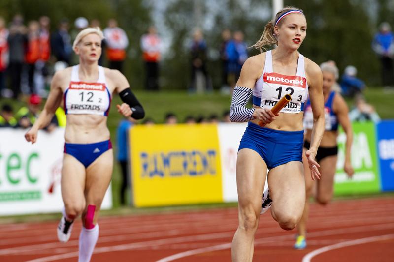 Kultaa ja hopeaa. Anniina Kortetmaa juoksi kaksi SM-mitalia viikonloppun Turussa. Kuva viime vuoden SM-viesteissä Ylivieskasta.