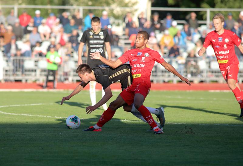 Viisi maalia kauden Ykkösessä tähän mennessä tehnyt Anthony Olusanya rynni, kun Jaro viime sunnuntaina kaatoi SJK-akatemian.
