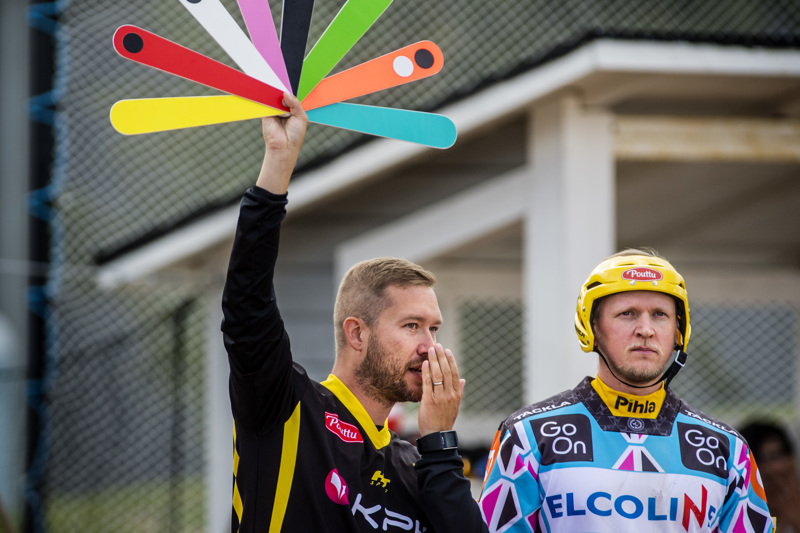 Pelinjohtaja Eetu Rekonen oli tyytyväinen siihen, että Ura pystyi parantamaan edelliskaudesta. Rekosen vieressä Tuomo Rautio, joka oli joukkueen paras kotiuttaja 24 lyödyllä juoksulla.