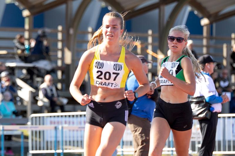 Kannuksen Uran Emma Katajalaakso juoksi 5000 metrin mestariksi. Kuusjoen Humun Sara-Elise Ruokonen oli toinen ajalla.