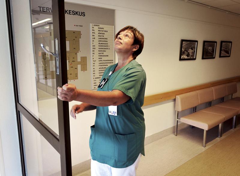 Tehyn Selänteen pääluottamusmies Nina Pulkkinen kertoo Haapajärven terveyskeskuksen hoitajien vastustavan akuuttivuodeosaston lakkautusta.