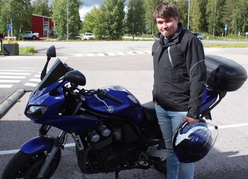 Yamaha kuljettaa. -Moottoripyöräily voi olla osa hyvinvointia. A-kortin hommasin suoraan heti kun sain, sanoo Huhtakallio.