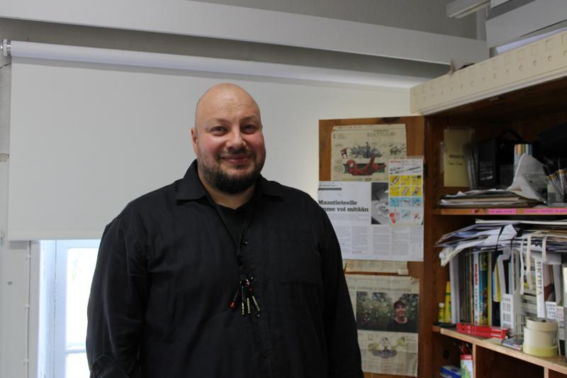 Juho Klapurin oppitunneilla muun muassa tutustutaan erilaisiin sarjakuviin ja piirustusvälineisiin.