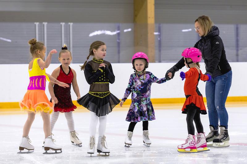 United Northern Skaters ry:n joulunäytös viime joulukuussa oli historian ensimmäinen Haapavedellä nähty taitoluistelunäytös.