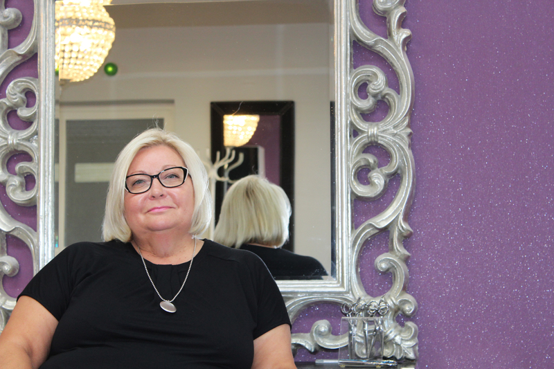 P-K Annetten yrittäjä Anne Antti-Roiko tykkää kauniista asioista. Hän onkin sisustanut työtilan upealla värimaailmalla ja elementeillä, jossa viihtyvät sekä asiakkaat että yrittäjä itse.