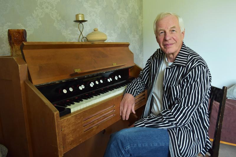 Murtoperän kodin aarteena on vanha harmooni, jolla Martti aloitti soittamisen 60 vuotta sitten Merijärvellä, Mäntykankaan kansakoulussa. Koulun suljettua ovensa Martin isä hankki sen pojalleen huutokaupasta. Vanha soitin on mieluinen myös Martin lastenlapsille.