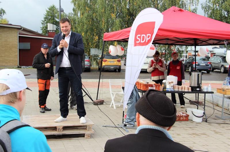 SDP:n poliitikko ja kehitysyhteistyö- ja ulkomaankauppaministeri Ville Skinnari vieraili lauantaina Haapajärven torilla. Eniten kansaa puhuttivat koronakriisi ja sen seuraukset.
