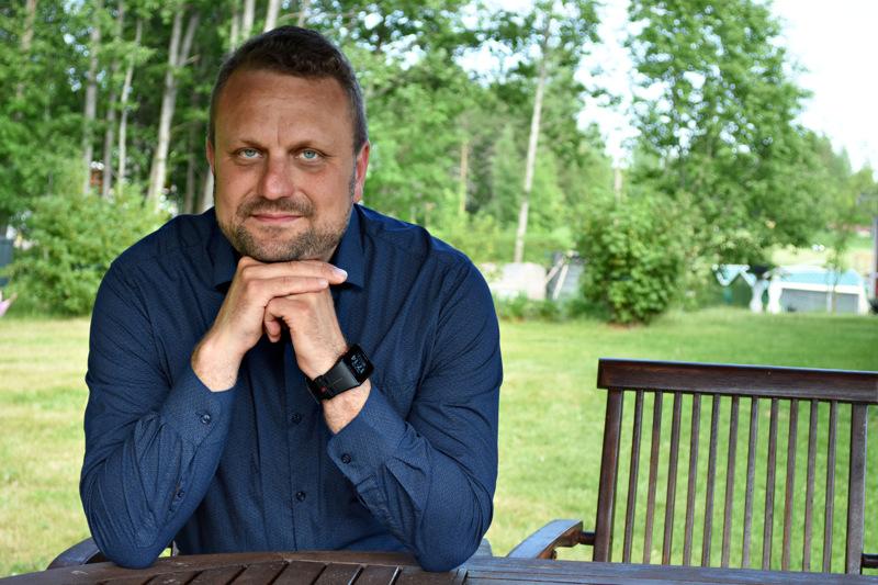 Antti-Jussi Vahteala aloitti Haapaveden kaupunginjohtajan virassa vuonna 2014. Hän on ollut opintovapaalla virastaan reilun vuoden ja tuli kesällä valituksi Korpelan Voiman toimitusjohtajaksi.