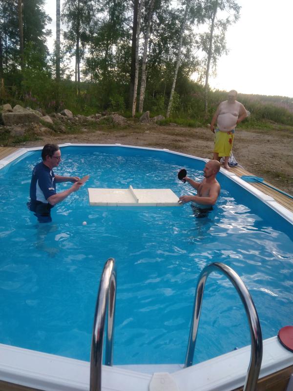 MM-kisat Määttälässä. Heinäkuussa pelattiin Määttälässä allaspingiksen MM-kisat. Toholammin Tomi Huhtala (oikealla) ja Mikael Bäckman Kolarista taistelevat voitosta.