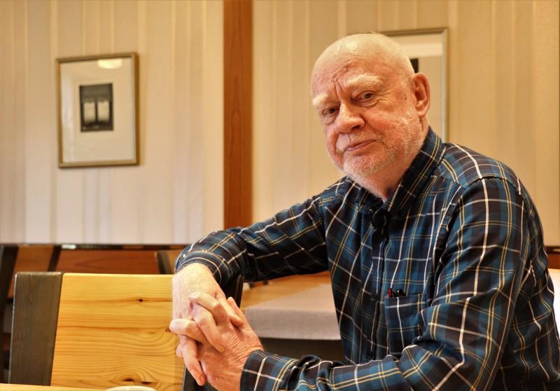 Kunnanjohtajasta täyspäiväiseksi yhdistys- ja yhteisöaktiiviksi. Kalevi Lindfors on viihtynyt virkavuosiensa jälkeenkin yhteisten asioiden parissa.