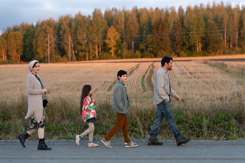 Ensilumi-elokuva kertoo Mehdipourin perheestä.