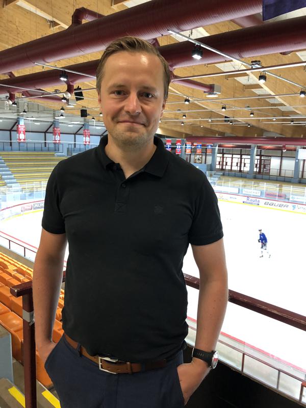 Pasi Tuukkasen siviilityö on Bolidenin sinkkitehtaalla vuorotyönjohtajana.