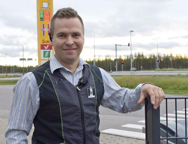 Kulunut kesä oli ABC:lle hyvä, kertoo liikennemyymäläpäällikkö Pasi Kaarlejärvi.