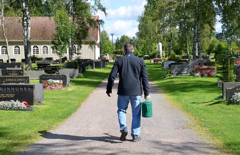 Yliviekan kirkkoneuvosto vapautti inarilaisille varatut kriisinajan hautapaikat Heikkilän hautausmaalta.