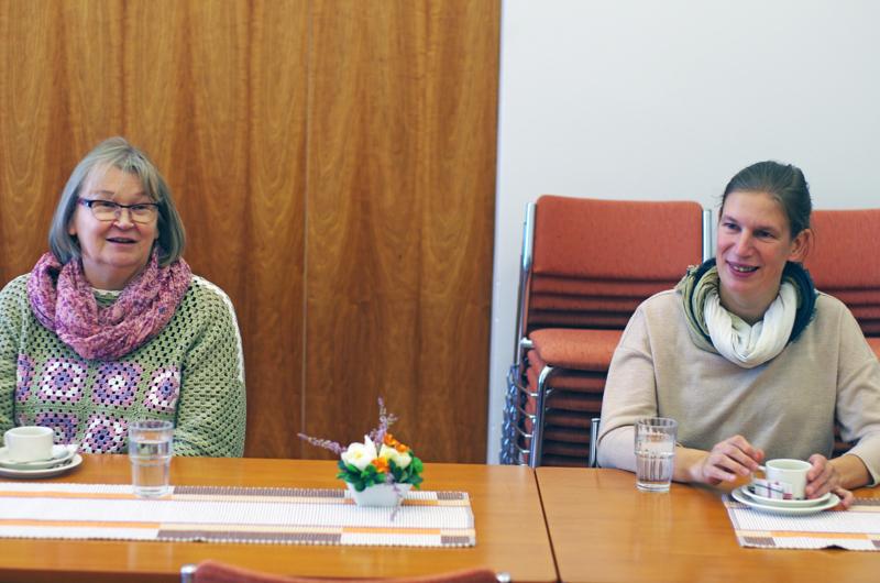 Kappalainen Sirkku Junttila ja diakoniatyöntekijä Marjut Parkkila olivat vetäjinä ystäväpalvelun syyskuun kokouksessa.