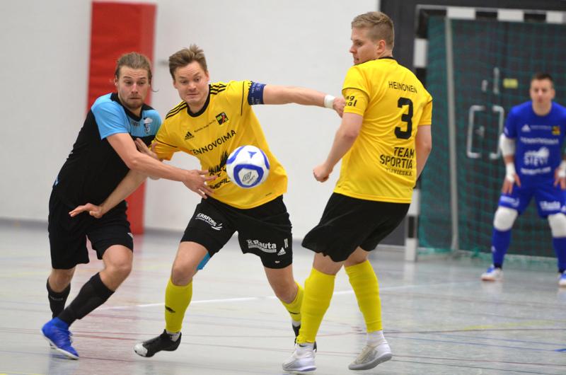 Liikunnan Riemun Leevi Kemppaisen kanssa vääntävä Juho Alasuutari haluaa kipparoida Sievi FS:n takaisin mitalitaisteluun.