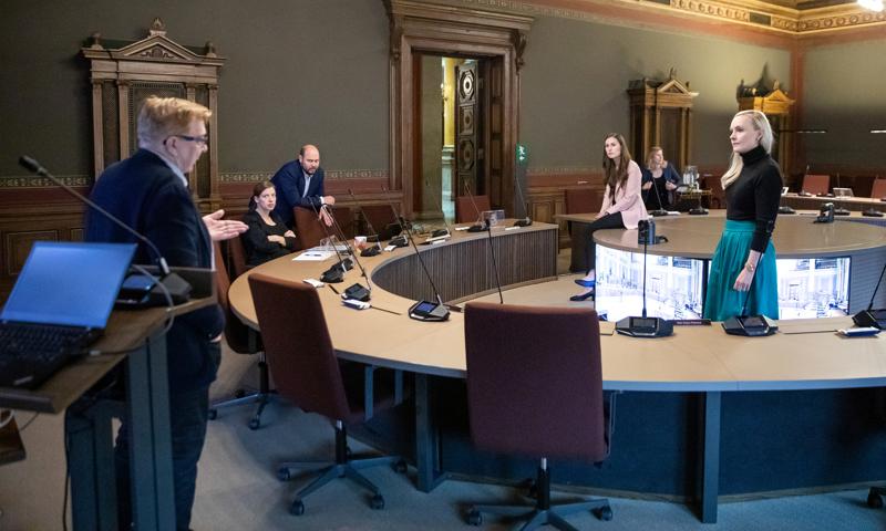 Ilmastopaneelin puheenjohtaja Markku Ollikainen kävi tänään keskusteluja turpeen verotuksesta budjettineuvotteluissa sisäministeri Maria Ohisalon, pääministeri Sanna Marinin ja opetusministeri Li Anderssonin kanssa.