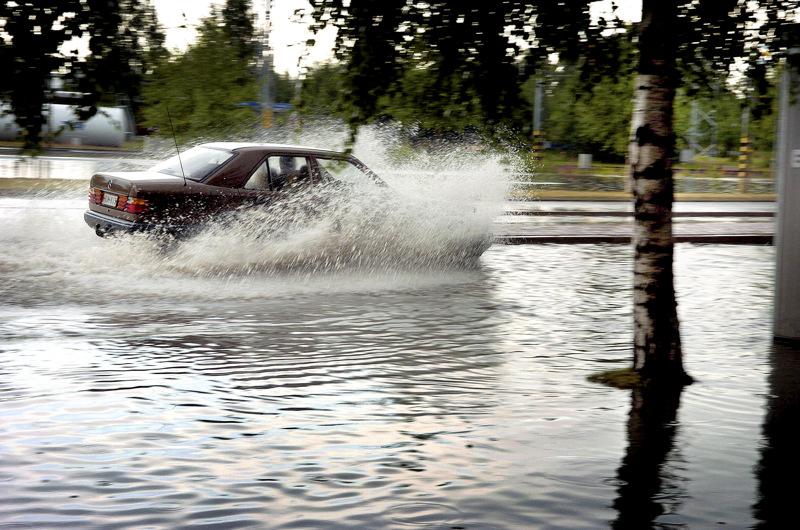 Taajama-alueille ennustetaan keskiviikon aikana tulvia rankkasateiden vuoksi.