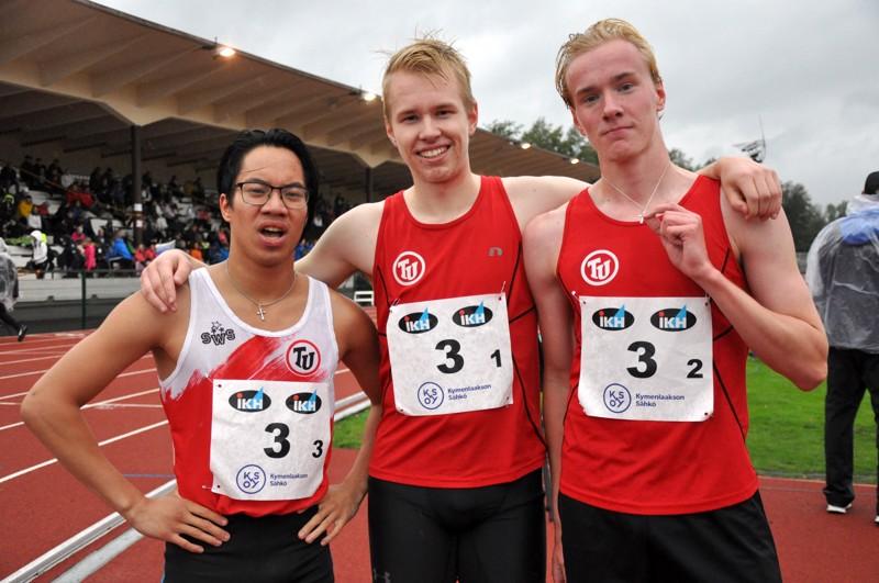 Nelossija. Toholammin Urheilijoiden joukkue Roope Kangasvieri (vas.), Lassi Korpijärvi ja Sami Salonen juoksivat neljänneksi 19-vuotiaiden 3x800 metrillä.