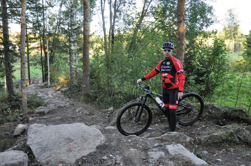 Jaakko Suomu esittelee Köykärin rataa, josta löytyy kivistä polkua, vaativia nousuja ja vauhdikkaita laskuja.