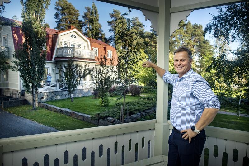 Kaj Björndahlin talo sijaitsee aivan keskustan tuntumassa, mutta kuitenkin omassa rauhassaan. Sen on suunnitellut arkkitehti Juhani Baldanius.
