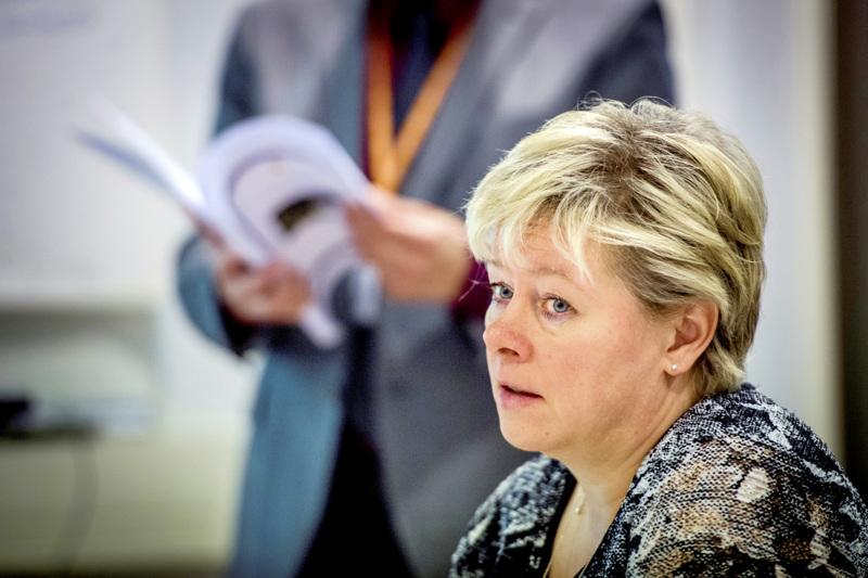 Kokkolan kaupunginjohtaja Stina Mattila pitää lentojen alkamista positiivisena signaalina.