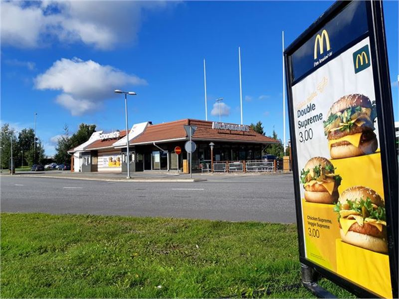 Ateriat kotiin! Kokkolan McDonald'sista saa annokset nyt myös kotiin kuljetettuna.