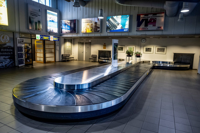 Puolentoista kuukauden kuluttua nämä Kokkola-Pietarsaaren lentoaseman matkatavarahihnat eivät ole enää tyhjiä.