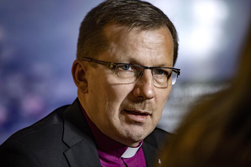 Piispa Jukka Keskitalo kommentoi KHO:n ratkaisua kirkon avioliittokäsityksen toteuttamiseen Haapajärven torilla perjantaina.