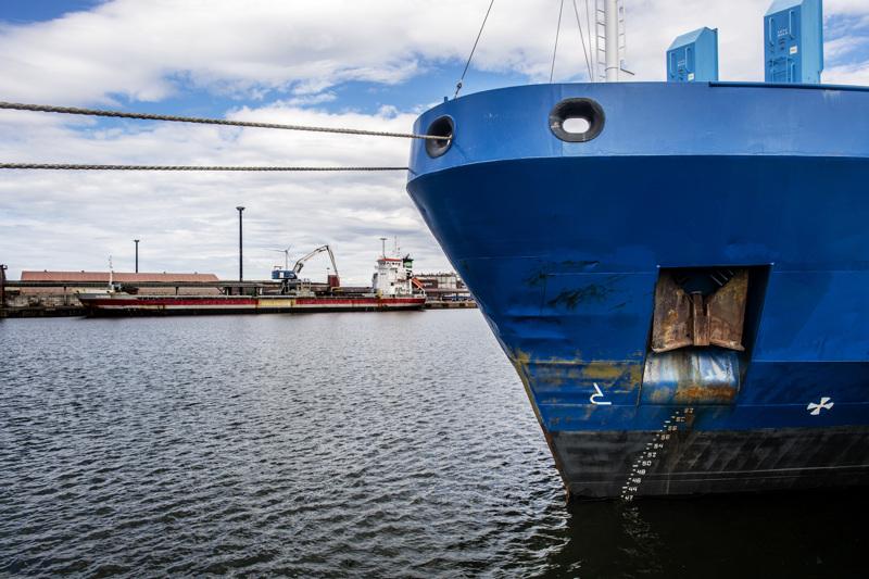Kokkolan satamassa laivaliikenne pysähtyi myrskyn vuoksi pariksi päiväksi, mutta vaurioilta vältyttiin.