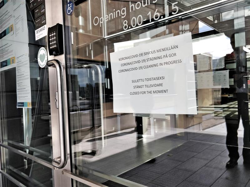 Pietarsaaren virastotalo oli perjantaina aamupäivän suljettuna tilojen siivouksen ja puhdistuksen ajan. Ovet avattiin hieman ennen puolta päivää.