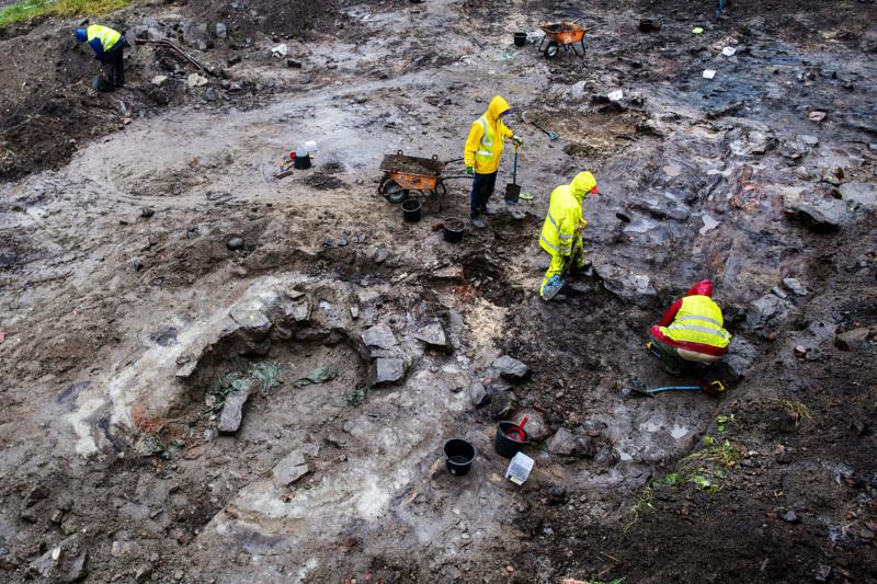 Pormestarinkadun ja Isokadun kulmauksessa Kokkolassa tehdään arkeologisia kaivauksia.