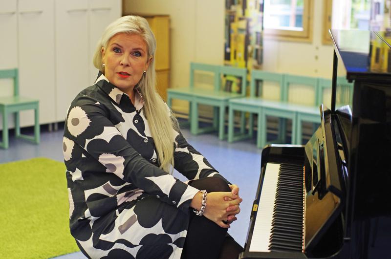 Laulunopettaja Kristiina Nietula on innoissaan siitä antaumuksesta, millä näillä lakeuksilla suhtaudutaan musiikkiin.