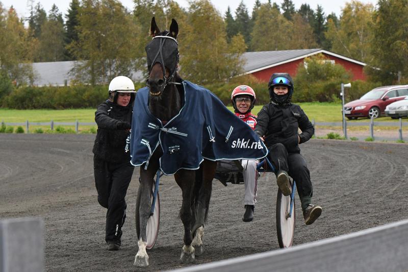 Ylivieskan ensimmäisen SM-osalähdön voitti Miia Salminen In Dix Firella.