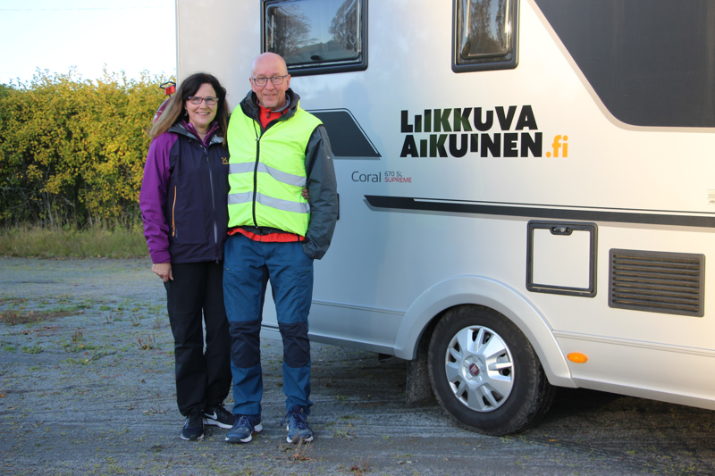 Haapajärven Parkkilasta kotoisin oleva Jarmo Karpakka lähti eläkepäiviensä ratoksi Suomen pituiselle vaellukselle. Marjaana-vaimo pitää matkan ajan huolta liikkuvasta yösijasta.