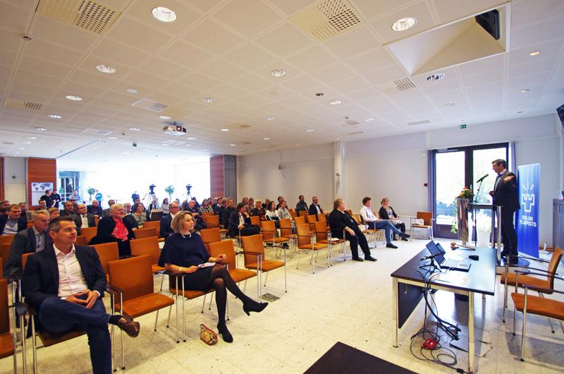 Juhlapuheen Saalasti-instituutin 20-vuotisen toiminnan kunniaksi piti Oulun yliopiston rehtori Jouko Niinimäki.