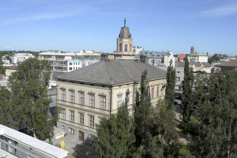 Tulossa olevaa säästökuuria kuvailtiin Pietarsaaren raatihuoneella jopa historian kireimmäksi.