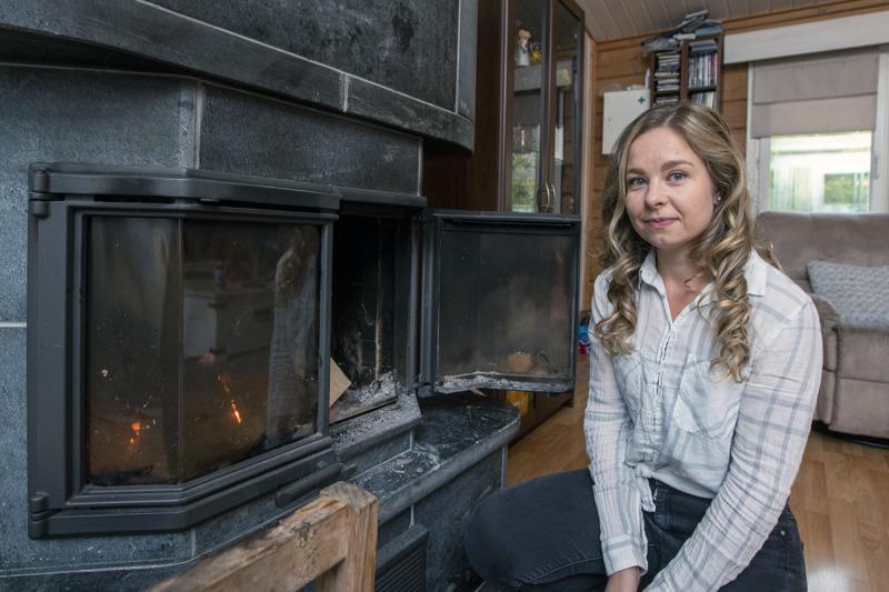Katriina Kilpeläinen solmi kahden ja puolen vuoden aikana 12 määräaikaista työsopimusta ennen kuin ketjutus neuvolassa päättyi perhevapaaseen. Nyt Kilpeläinen työskentelee vakinaisena eri työpaikassa työterveyshoitajana.