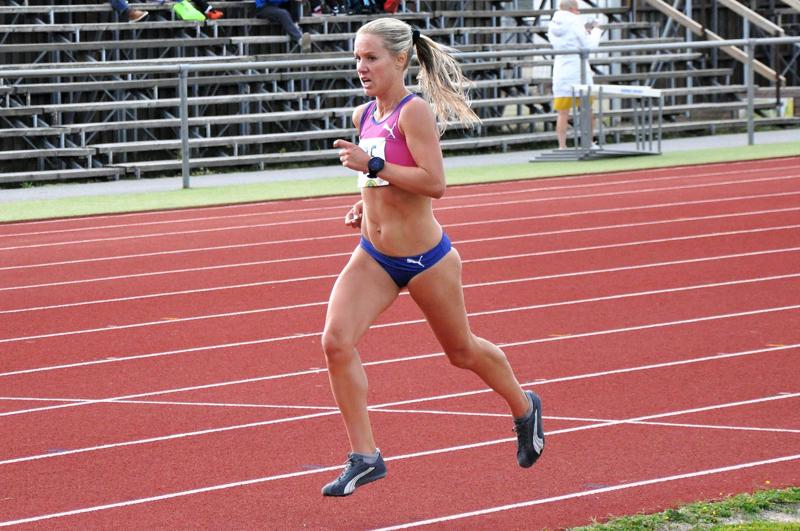 Heinäkuussa Kirkonmäen kentällä Chydeniuksen kympin voittanut Nina Chydenius juoksee Kurikan SM-maastoissa vastaavan matkan.