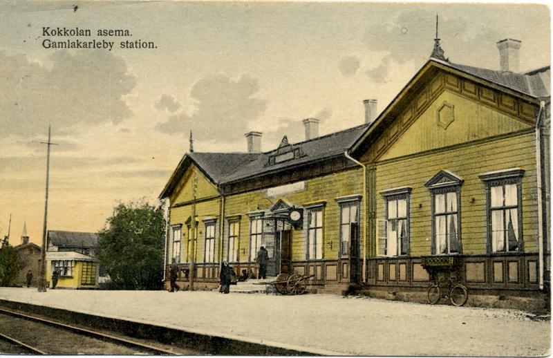 Vielä ei tiedetä, mahtuuko vanha asemarakennus kauppaan, jolla kaupunki hankkisi rautatieaseman pysäköintialueen itselleen.